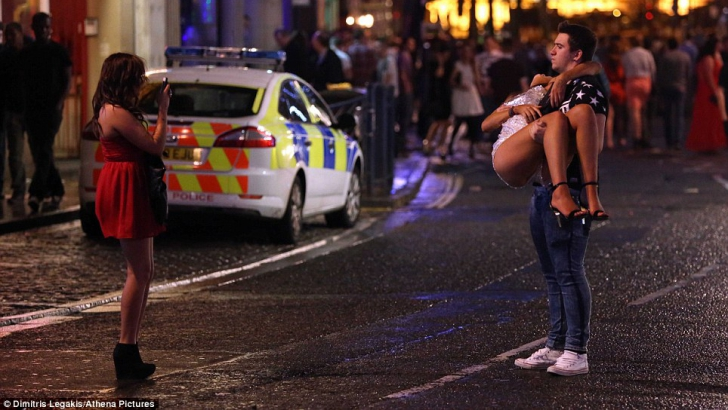 Beţie cruntă pe stradă, în noaptea de Revelion
