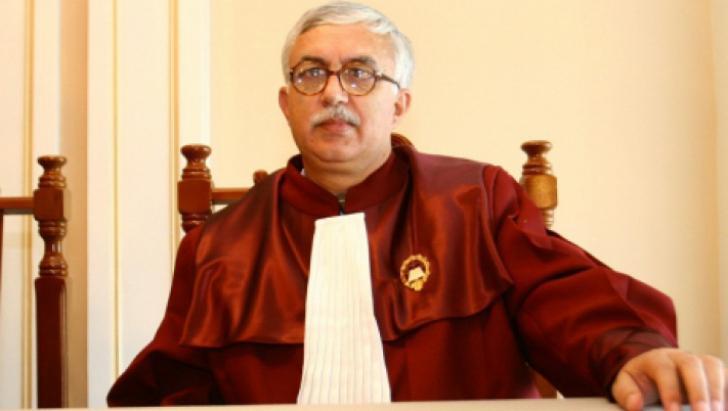 Zegrean: Constituţia nu împiedică modificarea codurilor prin ordonanţă de urgenţă