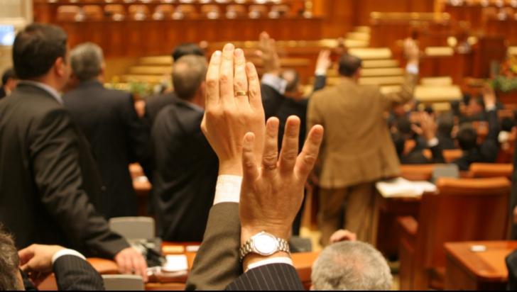 Topul deputaţilor cu prezenţă redusă la vot în 2013