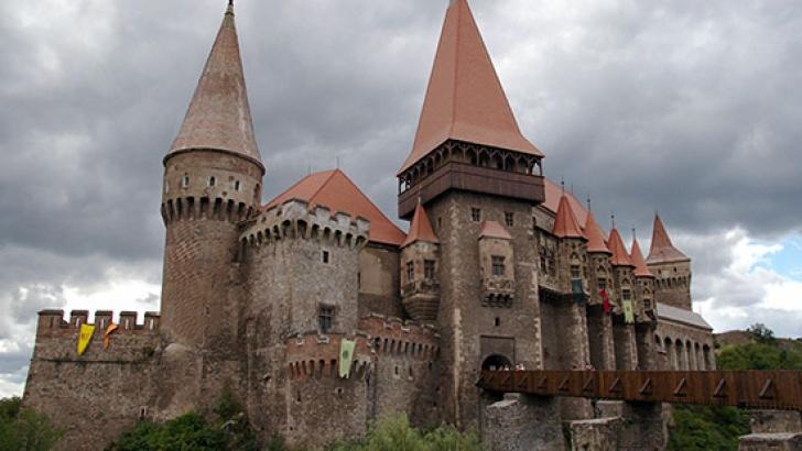 Castelul Corvinilor revendicat de un tânăr din Timişoara