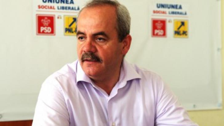 Deputatul PSD Vasile Gliga, judecat pentru că şi-a angajat soţia la Parlament