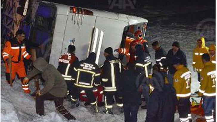 Zeci de morţi în Turcia, într-un accident de autobuz