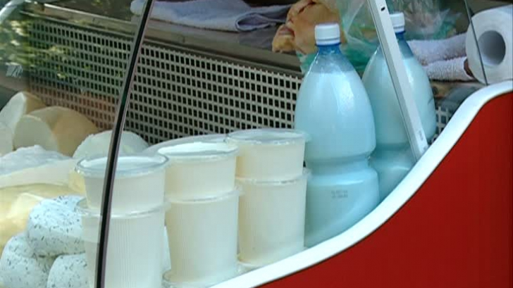Laptele proaspăt vândut de ţărani ar putea dispărea din pieţele româneşti