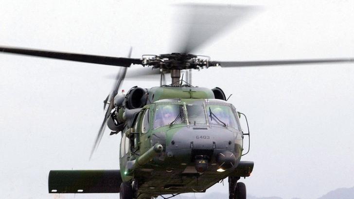 Zece militari ucraineni răniți, aduși cu o aeronavă militară, în România, pentru tratament