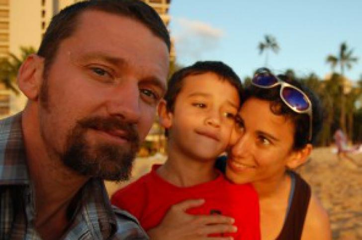 Americanul şi soţia lui s-au retras şi au un singur job: să aibă grijă de copilul lor