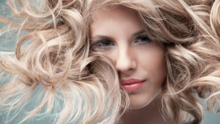 Cum să ai un păr mai tânăr cu 15 ani, urmând 4 sfaturi