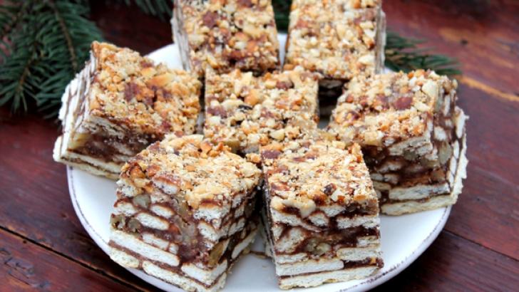 Prăjitură cu biscuiţi şi alune