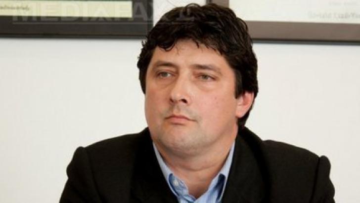 Liderul PCM Covasna refuză să arboreze drapelul României pe sediul organizaţiei