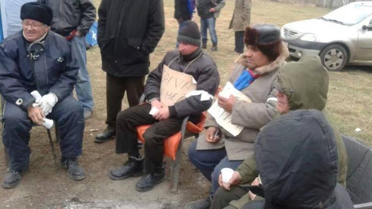Protestatarii din Pungeşti spun că au renunţat la greva foamei din cauza abuzurilor jandarmilor
