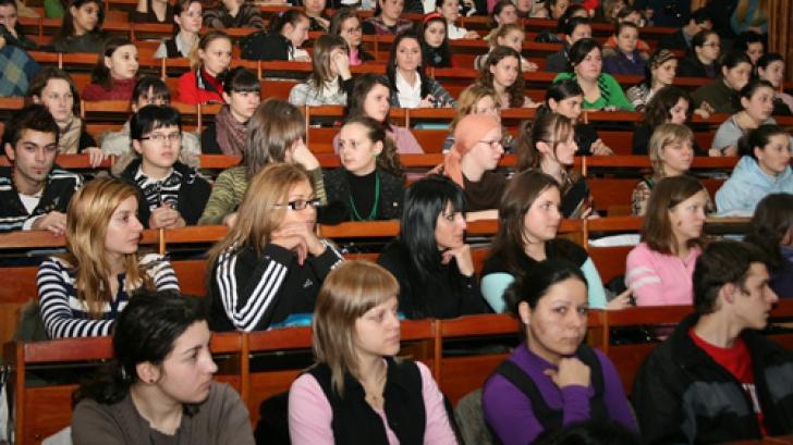 Declinul financiar de la prima universitate înfiinţată în România a început din anul universitar 2009-2010