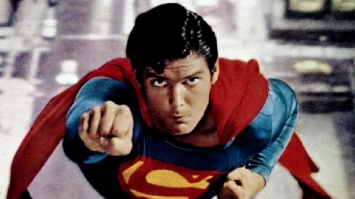 O echipă de editori video a recreat o zi din viața lui Superman cu o dronă RC și o cameră GoPro