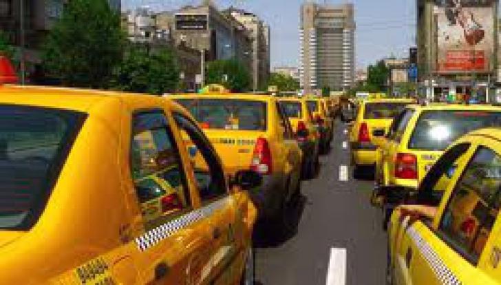 Peste 150 de taximetrişti, amendaţi în urma unei acţiuni a Poliţiei în zona aeroporturilor