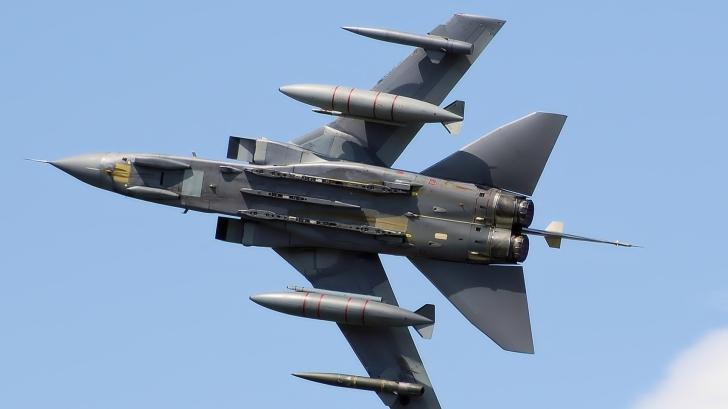Avion de luptă echipat cu părţi scoase la imprimanta 3D - primul zbor cu succes