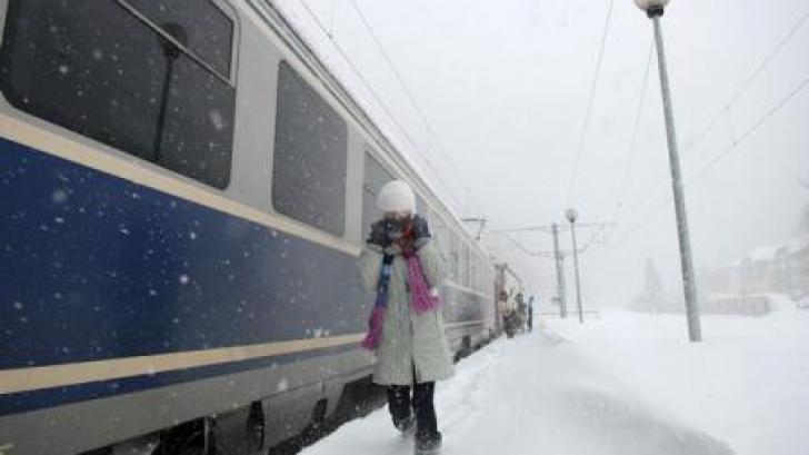 10 trenuri blocate pe Valea Prahovei