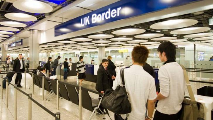 Românii mai aşteaptă până să emigreze în UK
