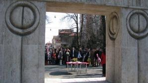 Trei cupluri din țară și-au unit destinele în fața Porții Sărutului, de Sfântul Valentin