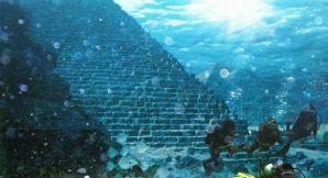 Piramida subacvatică descoperită de portughezi