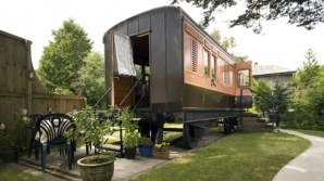 Vagon de tren din secolul 19, transformat într-o casă de vacanţă