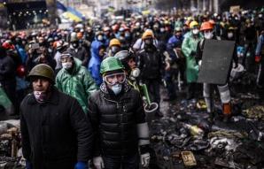 Protestatarii ucraineni au împins forţele de ordine din Piaţa Independenţei