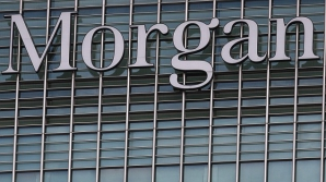 Gabriel Magee, vicepreşedinte la sediul din Londra al JPMorgan Chase & Co's, a sărit de la geamul unei clădiri din zona Canary Wharf