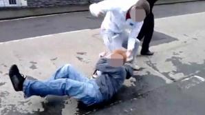 Elev de 11 ani, cercetat de poliţişti după ce i-ar fi rupt mâna unui coleg de clasă