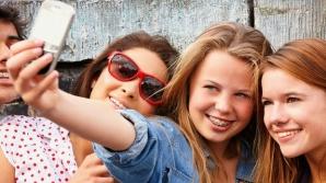 Pericolul fotografiilor de tip selfie. Experţii susţin că ajută la răspândirea păduchilor