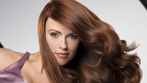 De ce e bine să te speli mai rar pe păr