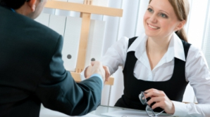 Cum îţi ajuţi partenerul să îşi găsească o slujbă?