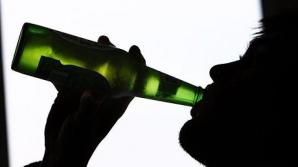 Căuta disperat să bea alcool, dar a nimerit altă sticlă