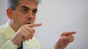 EUGEN NICOLĂESCU, doctor în contabilitate şi audit, a fost de două ori ministru al Sănătăţii