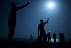 O imagine cu imigranţi africani sub clar de lună a câştigat concursul World Press Photo 2014