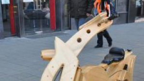 Bicicleta din lemn construită la Târgu Mureș ar putea fi prezentată la Turul Franței