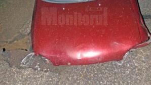 S-a înfipt cu mașina într-un crater apărut din senin pe un drum național
