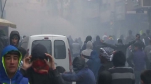 Ciocniri violente între poliţie şi manifestanţi