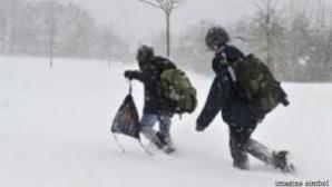 Elevii merg câte zece kilometri pentru a ajunge la şcoală