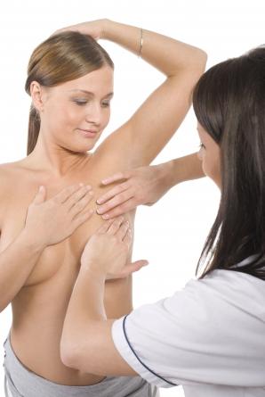 De ce să îţi palpezi periodic sânii