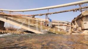 """Cauza prăbuşirii podului peste râul Strei - """"subspălarea avansată"""" a fundaţiei"""