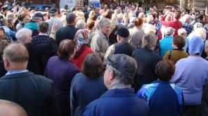 Aproximativ 200 de persoane au protestat la PMB, nemulţumite de bugetul Capitalei pentru 2014