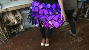 Cea mai trăsnită idee de modă. ROCHIA CU TELEFOANE