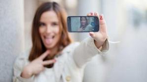 """Nebunia fotografiilor """"selfies"""" va dispărea în șase luni, susține David Baley"""