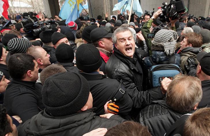 Demonstraţii în Crimeea, pro şi împotriva noii puteri de la Kiev