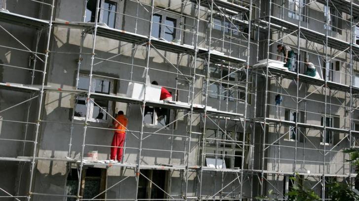 <p>Construcţiile, la pământ</p>