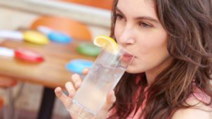 Mit sau adevăr despre beneficiile apei cu lămâie