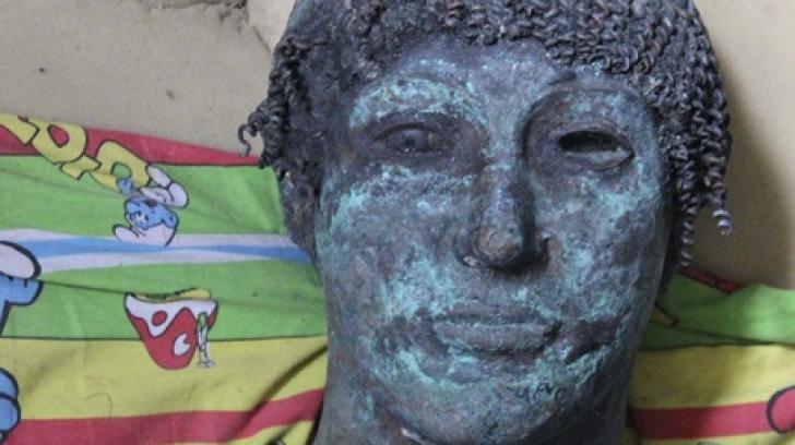 O statuie extrem de rară, descoperită din întâmplare de un pescar