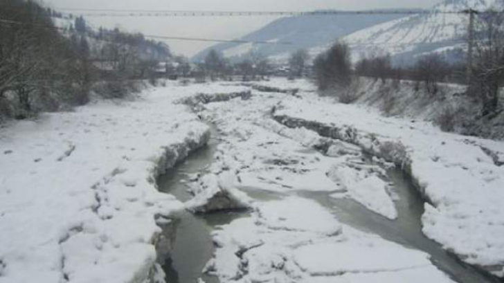 Autoritățile sunt pregătite să evacueze populația dacă zăporul de pe Bistrița va crea inundații