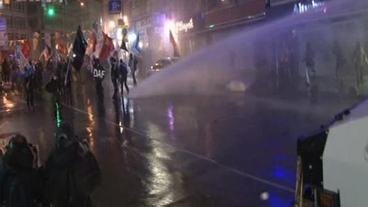 <p>Demonstraţie antiguvernamentală la Istanbul</p>