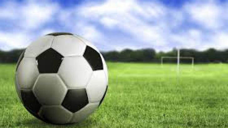 Un fotbalist de 24 de ani a murit după ce a fost lovit de un obiect aruncat din tribune