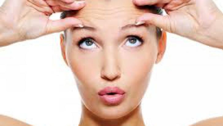 Metode ca să scapi de ridurile de pe frunte