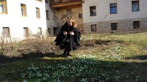 Maria Grapini, în vizită la Mânăstirea Dragomirna. Imaginea cu care şi-a uimit fanii