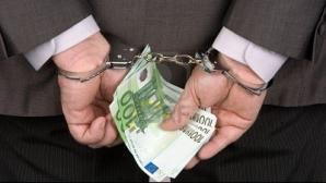 Directorul unei case judeţene de asigurări, acuzat de fraudă. Ce a făcut cu bani